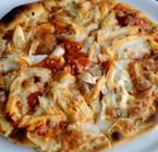 Pizzas en horno de piedra